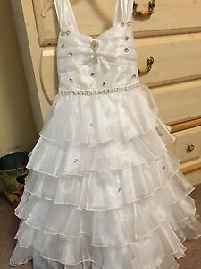 Gorgeous white dress great for flower girl and communion size 08 London Ontario image 1