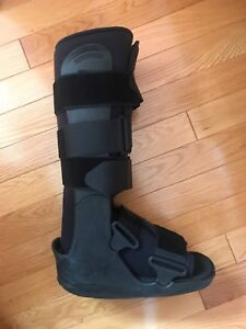 Walking boot for foot