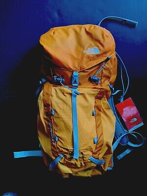 The North Face Casimir 27 Liter M/L Women's backpack in Brushfire Orange NEW