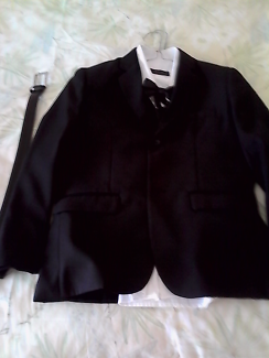 Boys black 6 piece formal /wedding suit 10 to 12 years