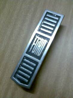 XT FORD FALCON Grille Badge