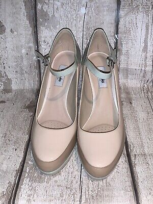 ladies Clark's Narrative Beige Patent Leather shoes size 6 Worn Once