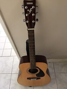 Acoustic Guitar - almost never been used, Marangaroo Wanneroo Area Preview