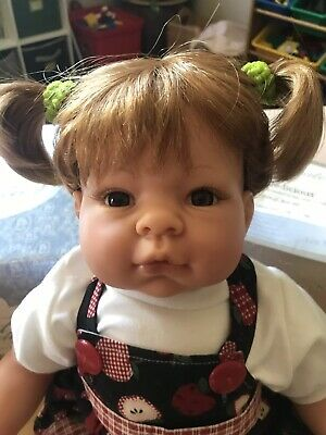 Lee Middleton Original Dolls  2:24:00 3-22-04 Toddler girl (Apple Toddler Doll)