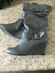 Grey / silver wedge boot