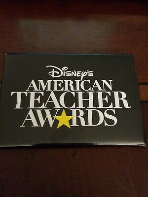 Disney Store Associate Walt Disney American Teacher Awards Pin (Teachers Store)