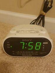 Sony ICFC318 DREAM MACHINE Automatic Time Set Clock Radio with Dual Alarm,White†