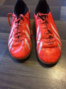 Boys size 2 indoor soccer shoes