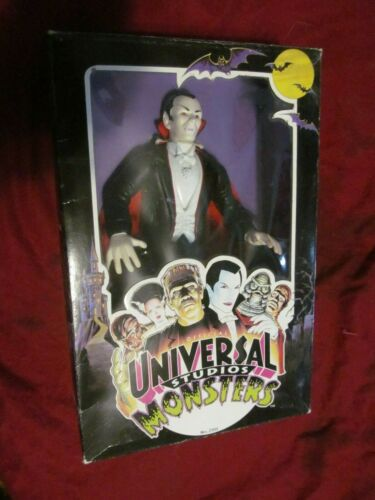 UNIVERSAL STUDIOS MONSTERS -DRACULA - PLACO TOYS 1991 10 INCH FIGURE