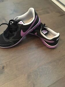 Nike running shoes size 7 -45$
