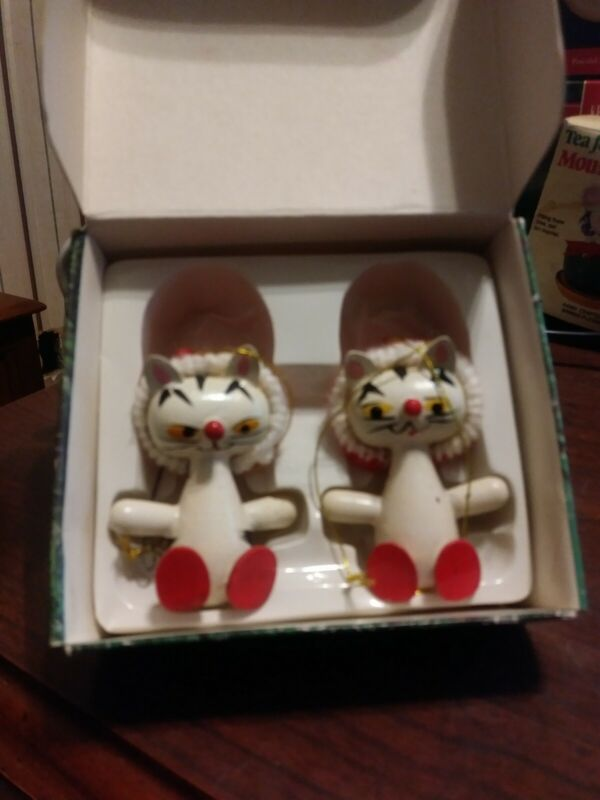 Vintage Christmas KITTEN CAT HANDPAINTED wooden ornaments 1983 MADE IN TAIWAN