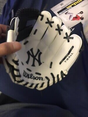 Kids New York Yankees Baseball Glove! New W/ Tags! Retails : $29.99