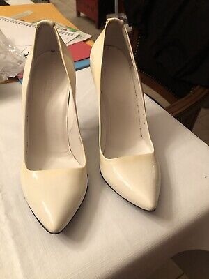 Vintage Patent Leather Gucci White Stiletto Heels with Replacement Box Size 7.5