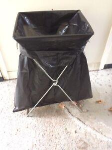 Foldable bag holder