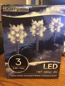 1set of 3 led outside snowflake christmas lights.