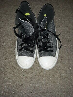 r ALL STAR Youth Sneaker HI Top Boys Size 5 (Chuck Taylor Boys)
