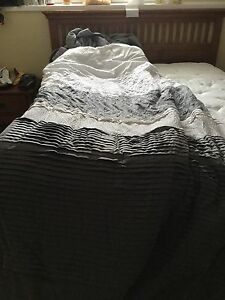Queen size comforter set