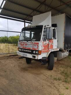 truck Mitsubishi FM557