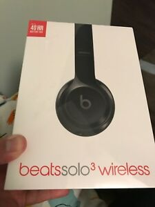BRAND NEW BEATS SOLO 3 WIRELESS HEADPHONES. GLOSSY BLACK
