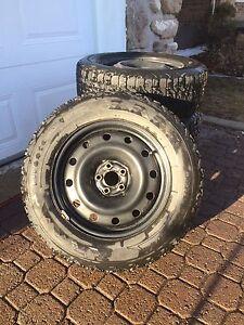 4 Jantes en acier 5 x 100 avec 3 pneus