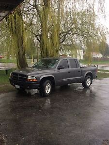 03 Dakota 4.7L V8, 5speed, low km