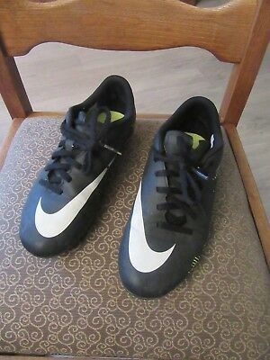 *** NIKE chaussures de foot multi pointure 36,5 ***