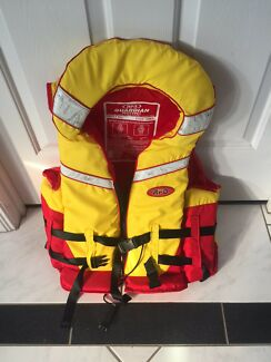 Strains life jacket child's pfd type 3 body mass 22-to 40 kg