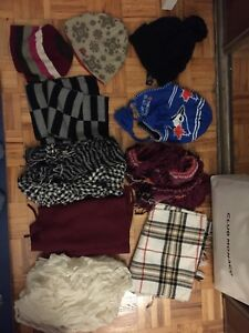 Lot of winter accessories (toque and scarves)