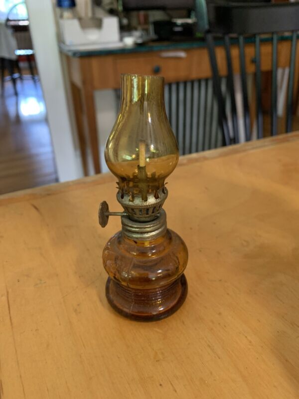 """MINIATURE Patio Lamp OIL LAMP, 4.5 """"  tall, topaz color  made japan  p103 G"""