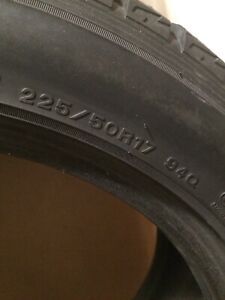 225 50 17 - ONE Almost new DUNLOP Tire