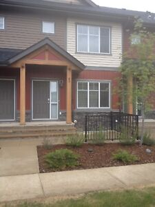 Exceptional Townhouse in Skyview for Rent - June 1 or July 1