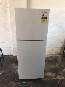 SR215MW 216L Capacity Top Freezer Refrigerator with Twist Icemake Centennial Park Eastern Suburbs Preview