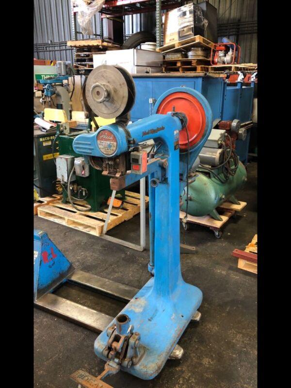 Ideal Stitcher WSA-2043 Industrial Stitching Machine