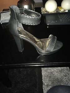 $30 variety of ladies GUESS footwear  Cambridge Kitchener Area image 7