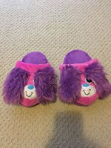 "GIRL'S SIZE MEDIUM ""STOMPEEZ"" SLIPPERS"