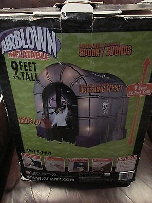 Gemmy Halloween Airblown Inflatable Haunted House tunnel Walk-Through Blow Up