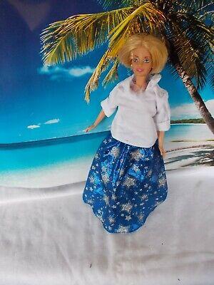 auen Sternenrock und weißen Pullover, kurze blonde Haare (Weiße Und Blaue Haare)