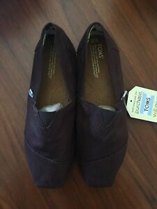 Toms Classic Shoes - Men's size 10 (NEW)