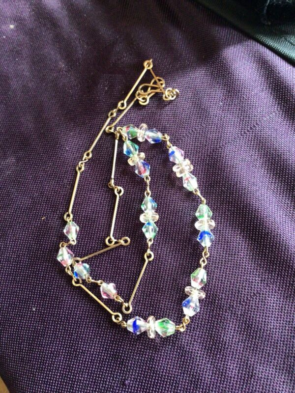 Art Deco / Edwardian Pretty Delicate Iris Glass Faceted Beads Choker Necklace.