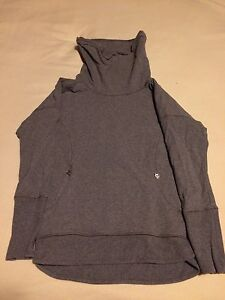 Lululemon rest day sweater size 4