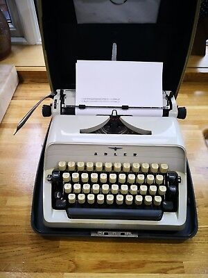 Adler Gabrielle 20 typewriter, very nice machine with carry case. Photos