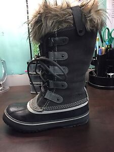 "Women's Sorel ""Joan of Arctic"" Grey Winter Boots - Size 7"