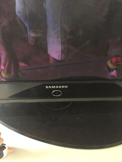 Samsung TV 50 inches with remote