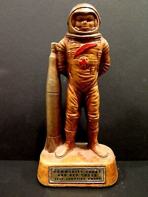 1954 Astronaut & Rocket COMMUNITY CHEST RED CROSS AWARD Figurine Sci-Fi Spaceman