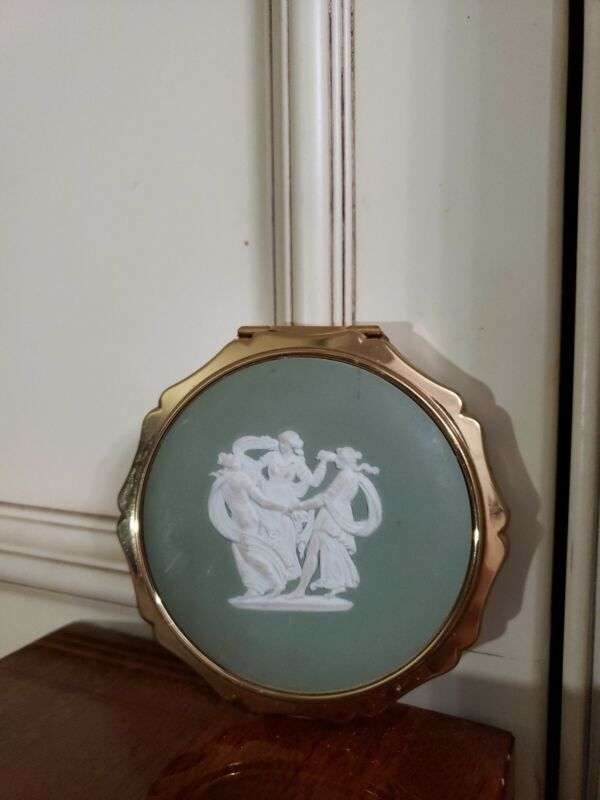 STRATTON~JASPERWARE WEDGWOOD~MIRROR , POWDER COMPACT~GREEN & GOLD TONE~3 GRACES