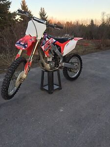 2011 crf 250r in mint condition
