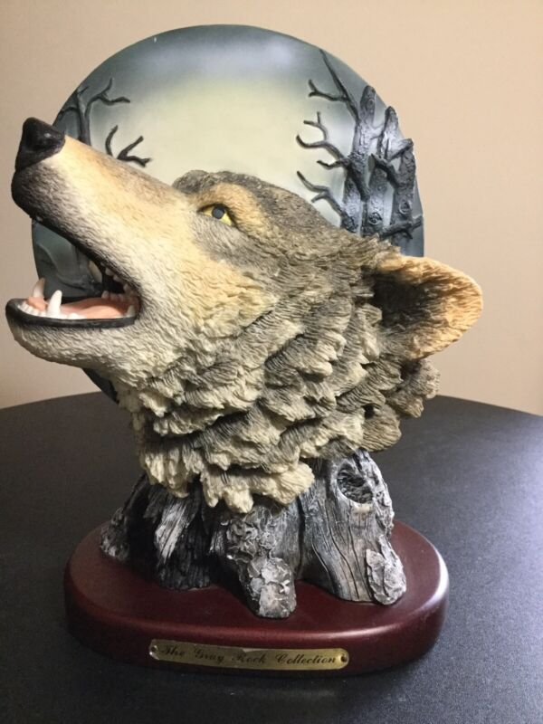 Amy & Addy The Gray Rock Collection Wolf Howling At The Moon Statue