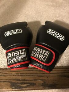 16oz Boxing Glove in Excellent Shape!!