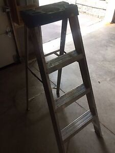 Small step ladder and step stool