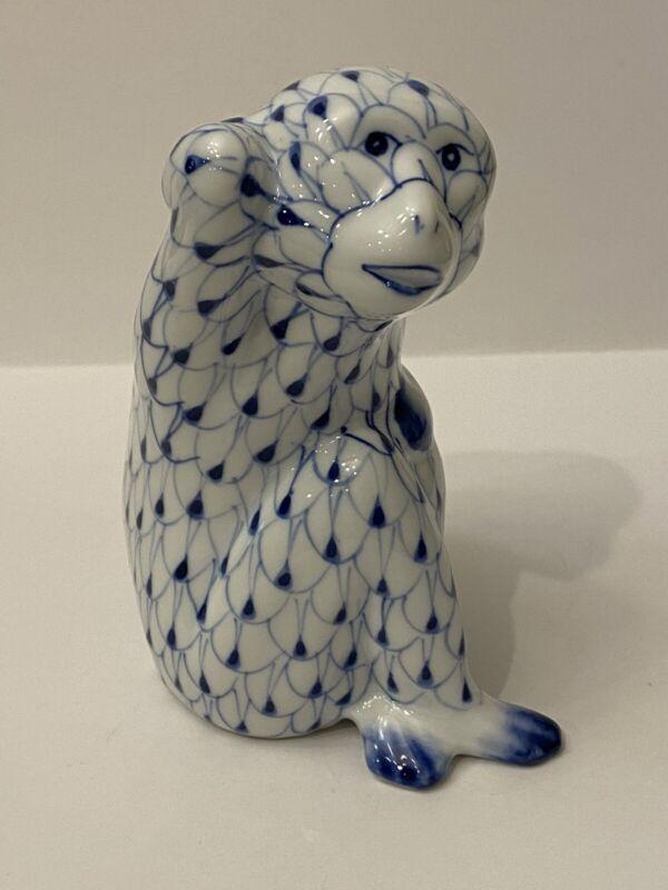 Andrea by sadek Porcelain monkey Blue And White Fishnet Pattern